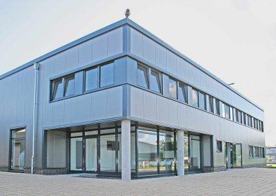 Produktionshalle-mit-Buerotrakt-in-Breddorf